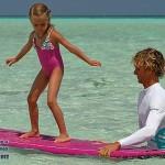 Отдых с дСерфинг на Мальдивахетьми на Мальдивских островах.